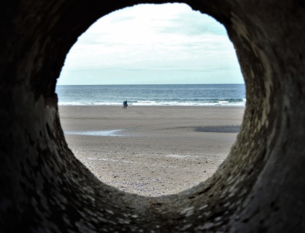 beach-tunnel-1432378_1920